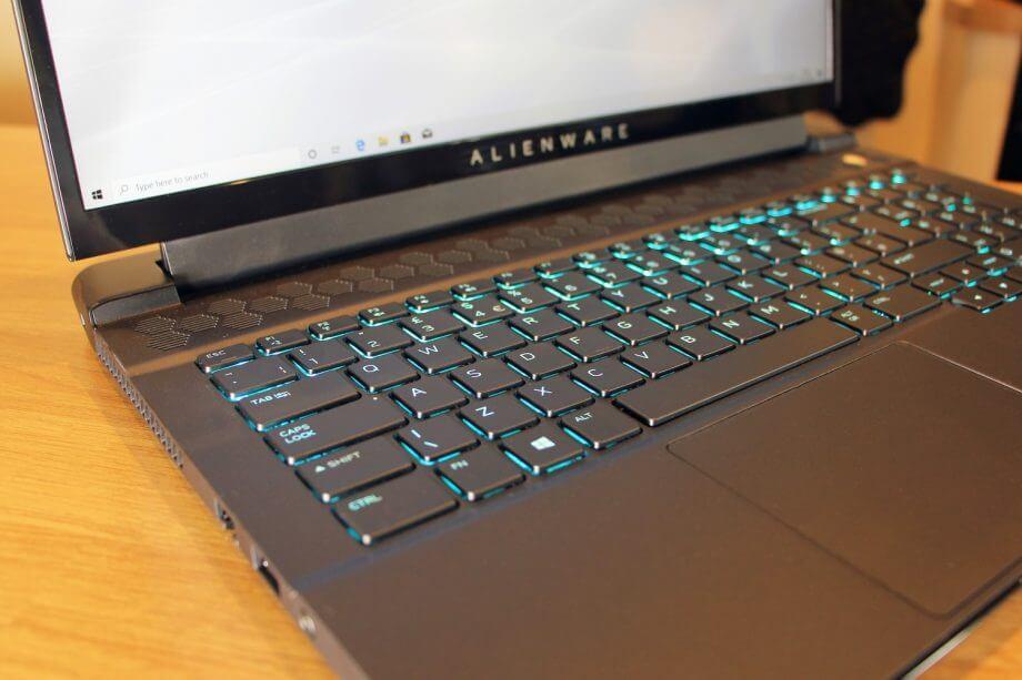 لپ تاپ Alienware m17